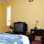 telewizor w pokoju double lux w Hotelu Trzy Światy w Gliwicach